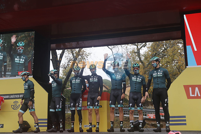 Bora-Hansgrohe at sign on before the start of Stage 17 of the Vuelta Espana 2020, running 178.2km from Sequeros to Alto de la Covatilla, Spain. 7th November 2020. <br /> Picture: Bora-Hansgrohe/Luis Angel Gomez/BettiniPhoto | Cyclefile<br /> <br /> All photos usage must carry mandatory copyright credit (© Cyclefile | Bora-Hansgrohe/Luis Angel Gomez/BettiniPhoto)