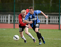 KFC Izegem - VW Hamme : Kenzo Deswert (r) aan de bal voor Olivier Verstraete (l) <br /> foto VDB / BART VANDENBROUCKE