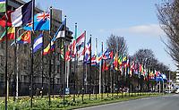 Nederland Den Haag -  maart 2021.   Vlaggen bij het World Forum. Het World Forum, voorheen Nederlands Congresgebouw, Nederlands Congres Centrum (NCC) en World Forum Convention Center (WFCC), is een groot multifunctioneel gebouw waar diverse soorten bijeenkomsten worden georganiseerd, zoals congressen, festivals, concerten, recepties, beurzen en persconferenties.    Foto ANP / Hollandse Hoogte /  Berlinda van Dam
