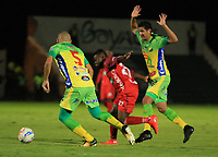 TUNJA - COLOMBIA , 12-05-2018: Acción de juego entre los equipos Patriotas FC  y el Atlético Huila durante partido por los cuatos de final ida de la Liga Águila I 2018 jugado en el estadio La Independencia de la ciudad de Tunja. /Action game between  Patriotas Boyacá and Atletico Huila during game for the quartes final of the Liga Águila I 2018 played at the La Independencia stadium in the city of Tunja. Photo: VizzorImage  /José Miguel Palencia / Contribuidor