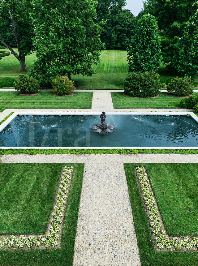 Fountain pool, Nemours Mansion and Gardens, Wilmington, Delaware, USA