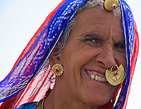 Traditional tribal Women Manvar on the way to Jaisalmer, Rajasthan