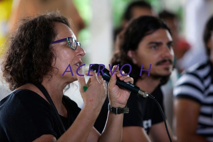 Jornalista Amélia Gonzales do G1 durante o IV Encontrão  para dar continuidade a implantação do protocolo comunitário no Arquipélago do Bailique  na foz do rio Amazonas, Amapá, Brasil.Foto Paulo Santos 13/06/2015