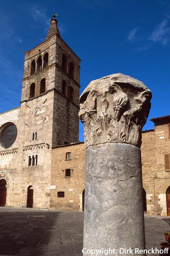Italien, Umbrien, Piazza San Silvestri mit Kirche San Michele Arcangelo in Bevagna