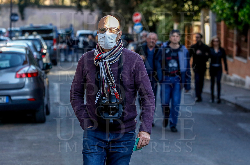 A man wearing a mask to protect himself from the Covid-19 arrives to attend the penitential procession on Ash Wednesday, led from the Pope to open Lent in Rome, February 26, 2020.<br />