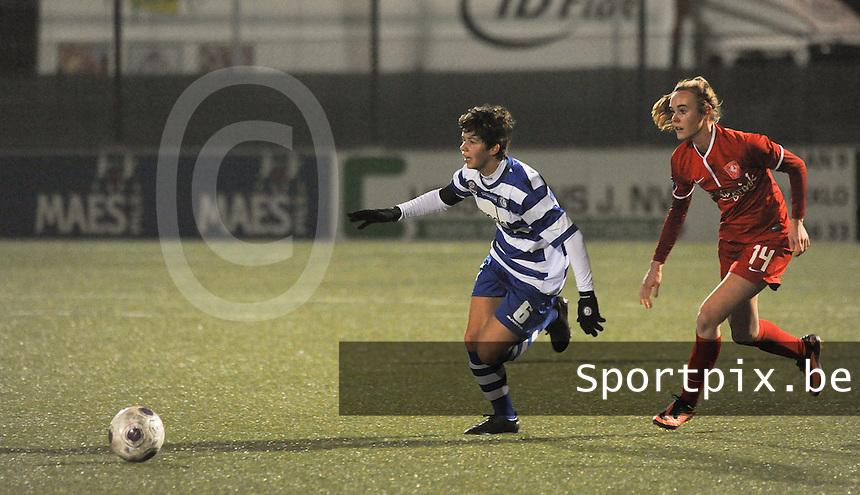 AA GENT LADIES - FC TWENTE :<br /> spurtduel tussen Isabelle Iliano (L) en Jill Roord (R)<br /> foto Dirk Vuylsteke / Nikonpro.be
