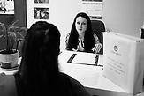 """Büro der HIV-Hilfsorganisation """"Schagi"""" (""""Die Schritte"""") in Moskau, Beratung und Selbsthilfegruppe für HIV-positive Frauen / Protagonistin Nadja, 23 Jahre alt, wohnt in Moskau, HIV-infiziert, ausgebildete Sozialpädagogin, arbeitet einerseits im Baustoffhandel und ehrenamtlich in einer HIV-Beratungsstelle"""
