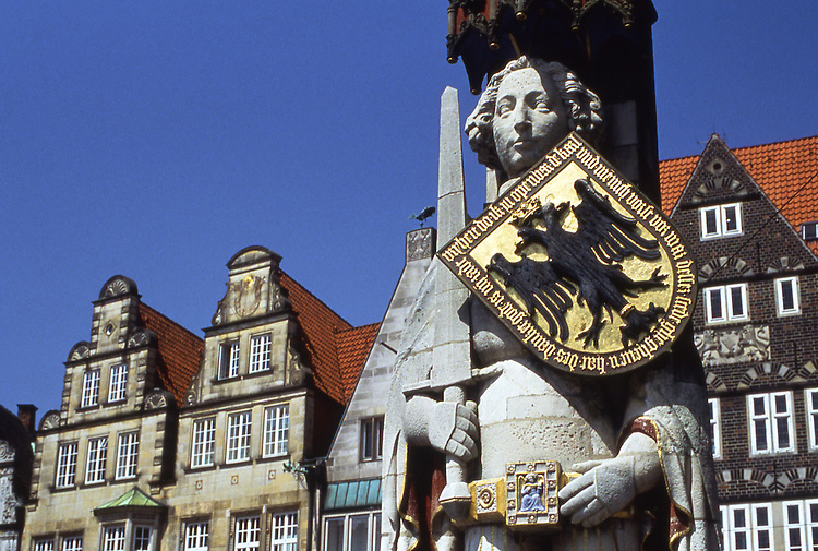 Europe, DEU, Germany, Bremen, Statue, Monument, Roland Guard at the Marketplace....[ For each utilisation of my images my General Terms and Conditions are mandatory. Usage only against use message and proof. Download of my General Terms and Conditions under http://www.image-box.com or ask for sending. A clearance before usage is necessary...Material is subject to royalties. Each utilisation of my images is subject to a fee in accordance to the present valid MFM-List...Contact | archive@image-box.com | www.image-box.com ]