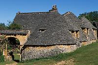 Europe/France/Aquitaine/24/Dordogne/Vallée de la Dordogne/Périgord/Périgord Noir/Env de Sarlat-la-Canéda/Saint-André-d'Allas: Les cabanes du Breuil au toit de lauze (ou lause)