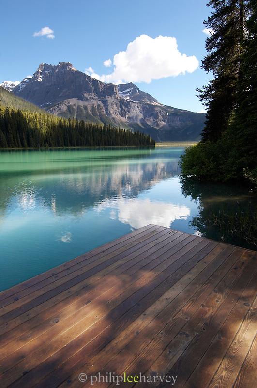 Emerald Lake, Rocky Mountains, British Colombia, Yoho National Park, Canada, North America.
