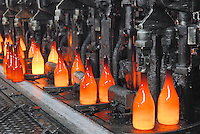 - glass industry, production of glass bottles; CoReVe, Consortium for Glass Recover..- industria vetraria, produzione di contenitori in vetro; CoReVe, Consorzio Recupero Vetro