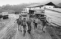 """- Nicaragua, young people get home from school in the cooperative of work """"fundadora"""", near the city of Matagalpat (January 1988)<br /> <br /> - Nicaragua, giovani ritornano da scuola nella cooperativa di lavoro """"Fundadora"""", nei pressi della città di Matagalpa (Gennaio 1988)"""