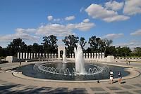 4415 / National World War II Memorial: AMERIKA, VEREINIGTE STAATEN VON AMERIKA, WASHINGTON DC, (AMERICA, UNITED STATES OF AMERICA), 21.09.2006:Blick auf das National World War II Memorial