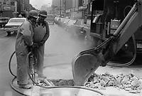 Travaux de voirie, rue Sainte-Catherine ouest, pres du Forum, Octobre 1979<br /> <br /> PHOTO : JJ Raudsepp  - Agence Quebec presse