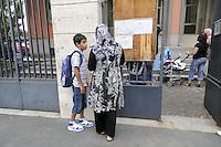 - Milano, primo giorno di lezione presso la scuola elementare multietnica di via Paravia, protesta dei genitori<br /> <br /> - Milan, first day of lessons at the multi-ethnic primary school in Paravia street, parents protest