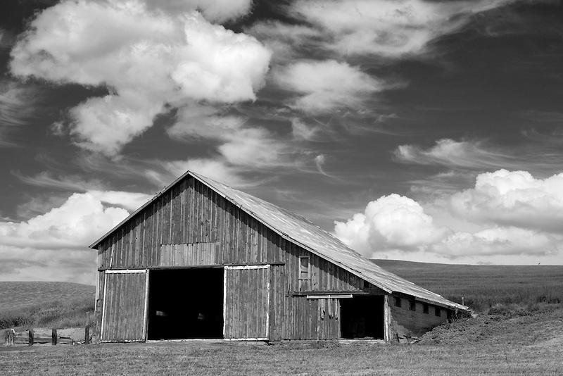 Red barn in palouse, Washington