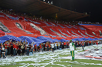 MEDELLÍN -COLOMBIA-15-11-2014. Seguidores de Independiente Medellín extienden una bandera gigante como homenaje por el cumpleaños 101 de su equipo  previo al encuentro con Deportivo Cali por la fecha 1 de los cuadrangulares finales de la Liga Postobón II 2014 jugado en el estadio Atanasio Girardot de la ciudad de Medellín./ Followers of Independiente Medellin extend a big flag as tribute of 101 birthday o their team prior a match against Deportivo Cali for the  first date of the final quardrangular of Postobon League II 2014 at Atanasio Girardot stadium in Medellin city. Photo: VizzorImage/Luis Ríos/STR