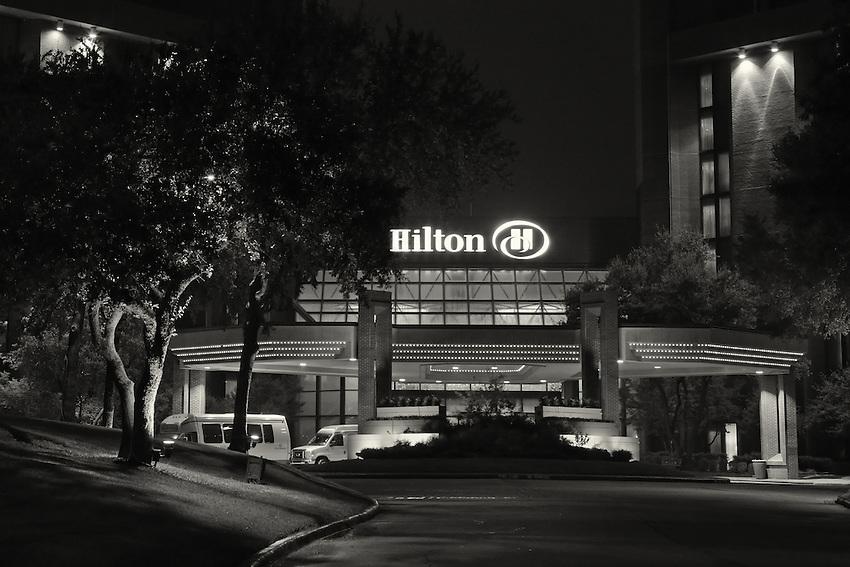 Night shot of the Grapevine Hilton entrance.