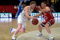 GRONINGEN - Basketbal , Open Dag met Donar - Antwerp Giants , voorbereiding seizoen 2021-2022, 05-09-2021, Donar speler Austin Luke in duel met Elvar Fredriksson