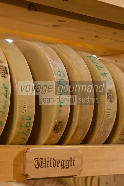 Europe/Suisse/Saanenland/Gstaad: fromages d'alpage, fromage à rebibe dans la cathédrale des fromage - ces fromages sont ensuite vendus à la fromagerie: Molkerei Gstaad, - Sur le srayons le soms des laalpages