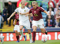 Arsenal vs Leeds United - Womens FA Cup Final at Millwall Football Club - 01/05/06 - Julie Fleeting (right) brings the ball away for the Gunners - (Gavin Ellis 2006)