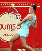 BOGOTA - COLOMBIA - 11-04-2016: Lara Aurrabarrena de España, devuelve la bola a Nadia Echevarria de Venezuela, durante partido por el Claro Colsanitas WTA, que se realiza en el Club El Rancho de Bogota. / Lara Aurrabarrena from Spain, returns the ball to Nadia Echevarria from Venezuela, during a match for the WTA Claro Colsanitas, which takes place at Club El Rancho de Bogota. Photo: VizzorImage / Luis Ramirez / Staff.