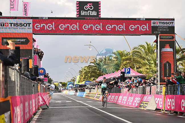 Peter Sagan (SVK) Bora-Hansgrohe wins Stage 10 of the 103rd edition of the Giro d'Italia 2020, running 177km from Lanciano to Tortoreto, Italy. 13th October 2020.  <br /> Picture: LaPresse/Massimo Paolone | Cyclefile<br /> <br /> All photos usage must carry mandatory copyright credit (© Cyclefile | LaPresse/Massimo Paolone)