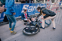 Brandon Mcnulty (USA) downed by fatigue after finishing<br /> <br /> MEN UNDER 23 INDIVIDUAL TIME TRIAL<br /> Hall-Wattens to Innsbruck: 27.8 km<br /> <br /> UCI 2018 Road World Championships<br /> Innsbruck - Tirol / Austria
