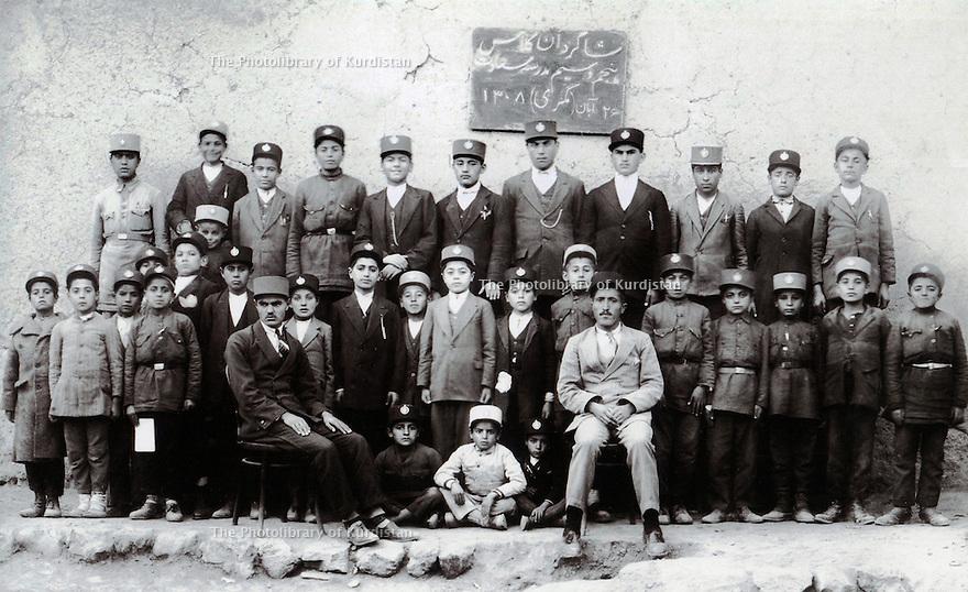 Iran 1929 .The 5th class in the Saadet school of Mahabad. <br /> Iran 1929 .La 5eme classe de l'ecole de Saadet a Mahabad.