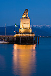 DEU, Deutschland, Bayern, Bayerisch Schwaben, Bodensee, Lindau: Hafeneinfahrt mit Bayerischem Loewen, abends | DEU, Germany, Bavaria, Bavarian Swabia, Lake Constance, Lindau: harbour entrance with Bavarian Lion
