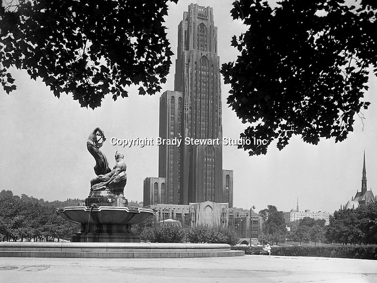 Pittsburgh PA:  The 42-story Cathedral of Learning is the tallest educational building in the Western hemisphere.  The 2,000 room and 2,529 window building were completed in 1937. View of the University of Pittsburgh Cathedral of Learning from Schenley Park - the Oakland section of Pittsburgh.