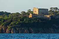 Europe/Provence-Alpes-Côte d'Azur/83/Var/Iles d'Hyères/Ile de Porquerolles: Le fort de l'Alycastre et la Pointe  de l'Alycastre