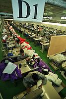 Bacau / Romania<br /> La Sonoma, industria tessile dove vengono prodotti capi di lusso per vari marchi importanti del 'Made in Italy', è un vero esempio di globalizzazione nel mondo del lavoro: fabbrica rumena, AD italiano, operai provenienti da Cina e Bangladesh. Nella foto un reparto con centinaia di operai al lavoro.<br /> Sonoma textil factory in Bacau is an example of globalization: italian AD, romanian factory, workers from Chine and Bangladesh. <br /> Photo Livio Senigalliesi