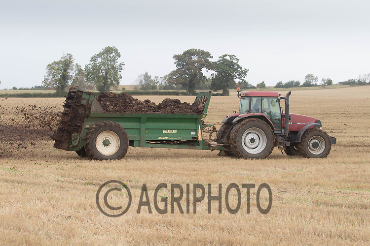 30.9.2020 Farmer spreading farm yard manure  <br /> ©Tim Scrivener Photographer 07850 303986<br />      ....Covering Agriculture In The