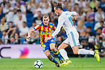Antonio Latorre Grueso, Lato (l), of Valencia CF fights for the ball with Gareth Bale of Real Madrid during their La Liga 2017-18 match between Real Madrid and Valencia CF at the Estadio Santiago Bernabeu on 27 August 2017 in Madrid, Spain. Photo by Diego Gonzalez / Power Sport Images