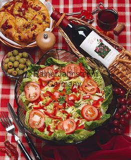 Italy: Italian Salad | Italien: italienischer Salat und Rotwein