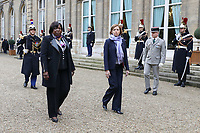 MARIE NOELLE KOYARA (MINISTRE DE LA DEFENSE DE LA REPUBLIQUE CENTRAFRICAINE), FLORENCE PARLY (MINISTRE DES ARMEES) - ENTRETIEN DE FLORENCE PARLY, MINISTRE DES ARMEES, AVEC MARIE NOELLE KOYARA, MINISTRE DE LA DEFENSE DE LA REPUBLIQUE CENTRAFRICAINE A L'HOTEL DE BRIENNE, PARIS, FRANCE, LE 10/11/2017.