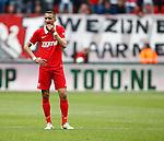 Nederland, Enschede, 26 april  2015<br /> Eredivisie<br /> Seizoen 2014-2015<br /> FC Twente-AZ<br /> Teleurstelling bij Hakim Ziyech van FC Twente