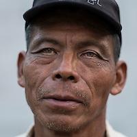24 noviembre 2014. <br /> Miguel Caal Alcalde de chiguarrón, Cobán Guatemala. Es uno de los activista contra el proyecto de construcción de una hidroeléctrica de la empresa Renace construida por el grupo Cobra.<br /> La llegada de algunas compañías extranjeras a América Latina ha provocado abusos a los derechos de las poblaciones indígenas y represión a su defensa del medio ambiente. En Santa Cruz de Barillas, Guatemala, el proyecto de la hidroeléctrica española Ecoener ha desatado crímenes, violentos disturbios, la declaración del estado de sitio por parte del ejército y la encarcelación de una decena de activistas contrarios a los planes de la empresa. Un grupo de indígenas mayas, en su mayoría mujeres, mantiene cortado un camino y ha instalado un campamento de resistencia para que las máquinas de la empresa no puedan entrar a trabajar. La persecución ha provocado además que algunos ecologistas, con órdenes de busca y captura, hayan tenido que esconderse durante meses en la selva guatemalteca.<br /> <br /> En Cobán, también en Guatemala, la hidroeléctrica Renace se ha instalado con amenazas a la población y falsas promesas de desarrollo para la zona. Como en Santa Cruz de Barillas, el proyecto ha dividido y provocado enfrentamientos entre la población. La empresa ha cortado el acceso al río para miles de personas y no ha respetado la estrecha relación de los indígenas mayas con la naturaleza. ©Calamar2/ Pedro ARMESTRE<br /> <br /> The arrival of some foreign companies to Latin America has provoked abuses of the rights of indigenous peoples and repression of their defense of the environment. In Santa Cruz de Barillas, Guatemala, the project of the Spanish hydroelectric Ecoener has caused murders, violent riots, the declaration of a state of siege by the army and the imprisonment of a dozen activists opposed to the project . <br /> A group of Mayan Indians, mostly women, has cut a path and has installed a resistance camp to prevent the enter of the company's machine