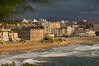 Europe/France/Aquitaine/64/Pyrénées-Atlantiques/Biarritz: le front de mer vu depuis l'esplanade du phare ,avec la grande plage,l'Hotel du Palais,le Casino