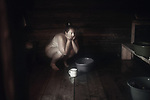 Belarussian women in her sauna, Krichev, Belarus.Une jeune femme biélorusse dans son sauna à la campagne, Krichev, Biélorussie.