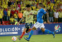 BUCARAMANGA – COLOMBIA, 03-02-2020: Jorge Carrascal de Colombia disputa el balón con Domilson Cordeiro dos Santos, Dodo, de Brasil durante partido entre Colombia U-23 y Brasil U-23 por el cuadrangular final como parte del torneo CONMEBOL Preolímpico Colombia 2020 jugado en el estadio Alfonso Lopez en Bucaramanga, Colombia. / Jorge Carrascal of Colombia fights the ball with Domilson Cordeiro dos Santos, Dodo, of Brazil during the match between Colombia U-23 and Brazil U-23 for for the final quadrangular as part of CONMEBOL Pre-Olympic Tournament Colombia 2020 played at Alfonso Lopez stadium in Bucaramanga, Colombia. Photo: VizzorImage / Jaime Moreno / Cont