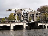 Magere Brug über die Amstel, Amsterdam, Provinz Nordholland, Niederlande<br /> Magere Brug crossing the Amstel, Amsterdam, Province North Holland, Netherlands