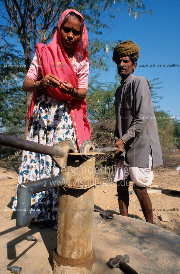 "S?dasien Asien Indien IND Rajasthan Tilonia .Frauen und Maenner vom barefoot college reparieren defekte Handwasserpumpe  -  Wasser gender Mann Frau Wasserpumpe Inder indisch xagndaz | .South Asia India Ralasthan Tilonia .woman and man of barefoot college repair water handpumpset  -  indian water gender women .| [ copyright (c) Joerg Boethling / agenda , Veroeffentlichung nur gegen Honorar und Belegexemplar an / publication only with royalties and copy to:  agenda PG   Rothestr. 66   Germany D-22765 Hamburg   ph. ++49 40 391 907 14   e-mail: boethling@agenda-fototext.de   www.agenda-fototext.de   Bank: Hamburger Sparkasse  BLZ 200 505 50  Kto. 1281 120 178   IBAN: DE96 2005 0550 1281 1201 78   BIC: ""HASPDEHH"" ,  WEITERE MOTIVE ZU DIESEM THEMA SIND VORHANDEN!! MORE PICTURES ON THIS SUBJECT AVAILABLE!! INDIA PHOTO ARCHIVE: http://www.visualindia.net ] [#0,26,121#]"
