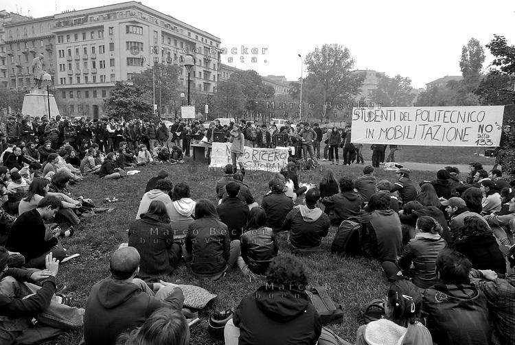 milano, assemblea degli studenti al politecnico leonardo contro la riforma dell'istruzione --- milan, student assembly at the leonardo Polytechnic University against the school reform