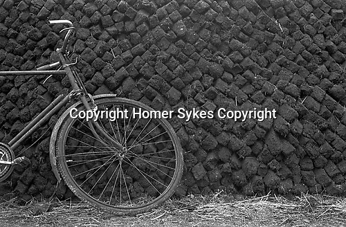 Peat stacked up on smallholding farm County Kerry, Eire.  West coast Southern Ireland 1960s. 1969.