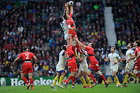 Juan Smith of RC Toulon and Sébastien Vahaamahina of ASM Clermont Auvergne compete in the lineout