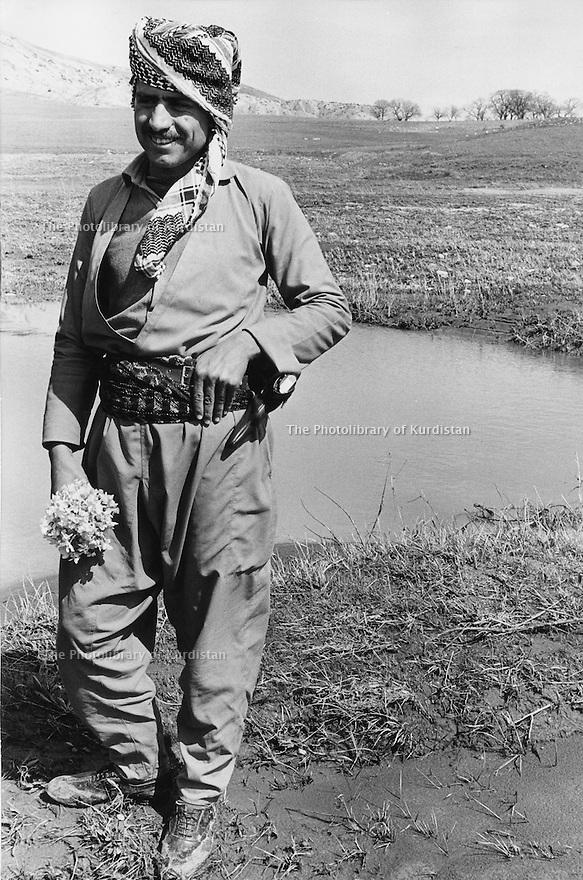 Iraq 1974 <br /> The resumption of hostilities, a peshmerga in front  of an Iraqi shell hole    <br /> Irak 1974 <br /> La reprise de la lutte armée, un peshmerga posant devant le trou creuse par une bombe irakienne