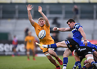 31st August 2020; Recreation Ground, Bath, Somerset, England; English Premiership Rugby, Jack Willis of Wasps tries to charge down the kick from Ben Spencer of Bath