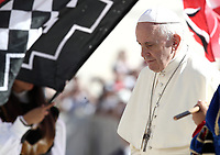 Sbandieratori effettuano una performance all'arrivo di Papa Francesco all'udienza generale del mercoledi' in Piazza San Pietro, Citta' del Vaticano, 12 settembre 2018.<br /> Flag-wavers perform for Pope Francis as he arrives to lead his weekly general audience in St. Peter's Square at the Vatican, on September 12, 2018.<br /> UPDATE IMAGES PRESS/Isabella Bonotto<br /> <br /> STRICTLY ONLY FOR EDITORIAL USE